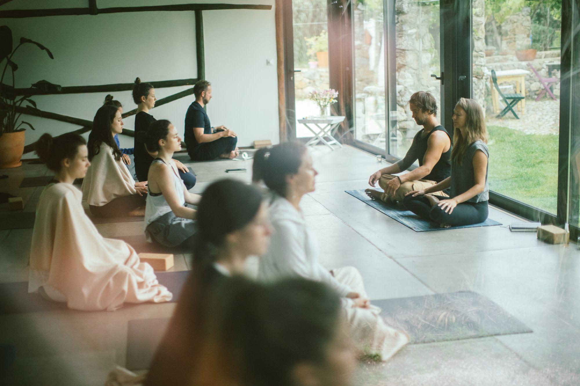 Lisa Andersson Rhodiner and partner at a Vinyasa yoga retreat